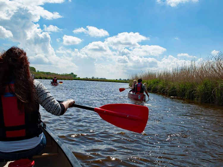 Mit dem Kanu die Gewässer Ostfrieslands entdecken.
